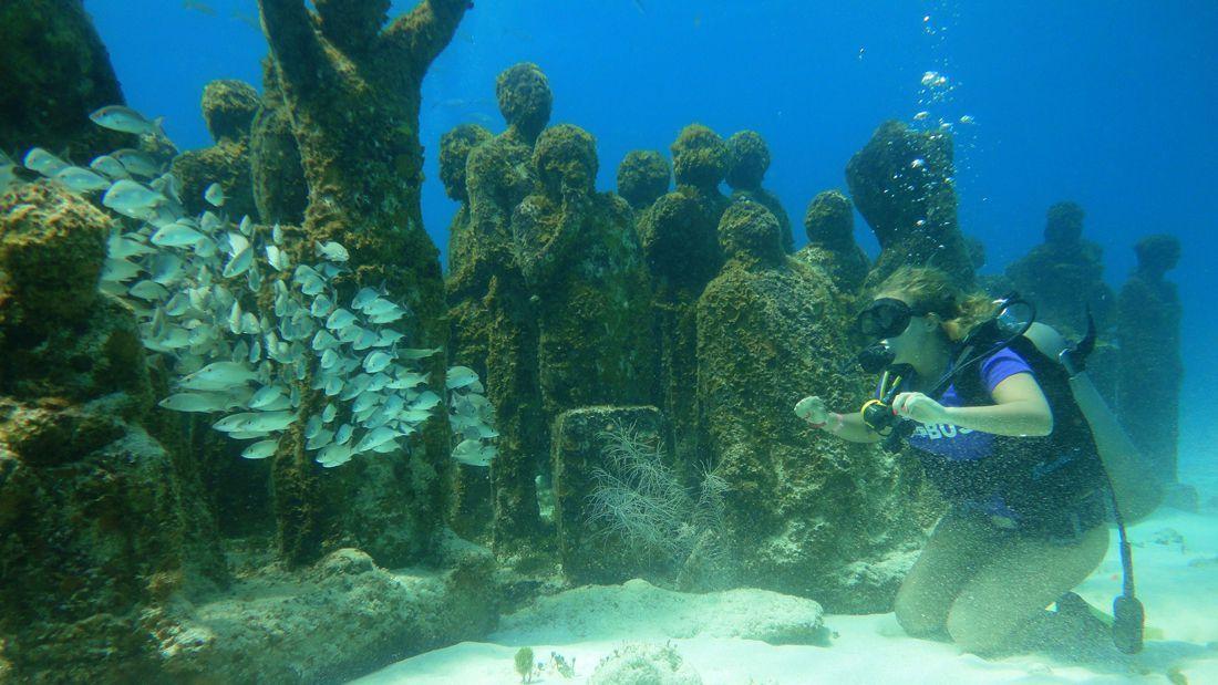 diver-kneeling-underwater-museum_1100x619