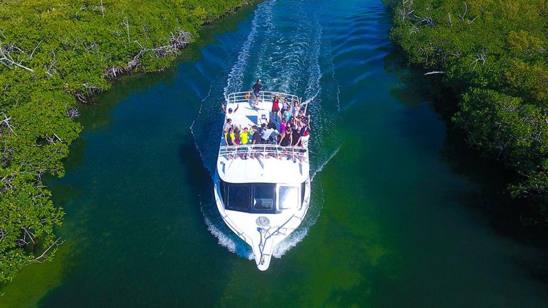 reef-private-boat-cancun_1100x619